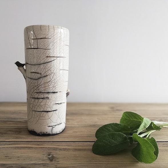 Elégant vase en céramique avec oiseau par l'artiste céramiste Myriem Verhille
