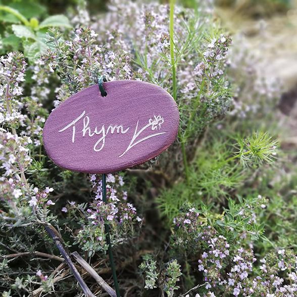 Etiquette en céramique pour le jardin par l'atelier de céramiste Myriem Verhille