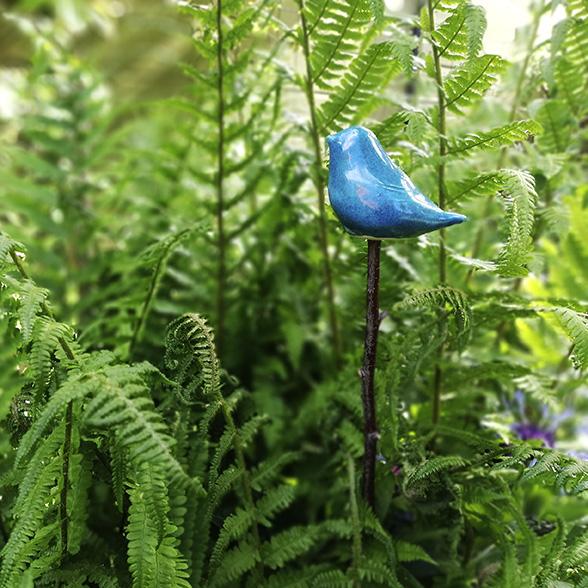 Oiseau en céramique pour décorer son jardin. Création Myriem Verhille Céramiste