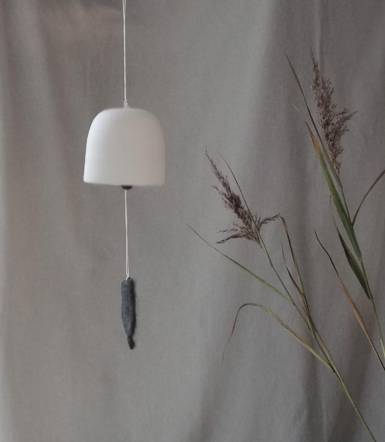 Suspension cloche légère en céramique de l'atelier d'art Myriem Verhille Céramiste