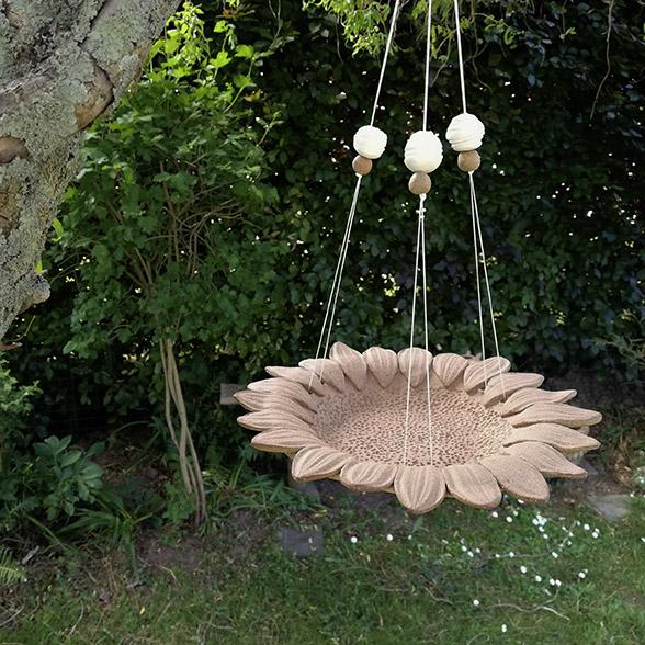 Support à plante en céramique pour le jardin par Myriem Verhille Céramiste