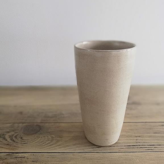 Création originale en céramique : le gobelet haut par Myriem Verhille Céramiste