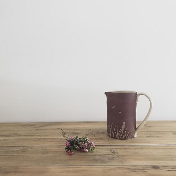 Pichet à eau en céramique de l'atelier Myriem Verhille Céramiste