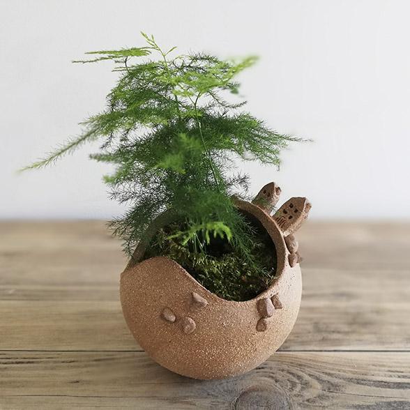 Un pot à fleur en céramique naturelle pour le jardin par Myriem Verhille Céramiste