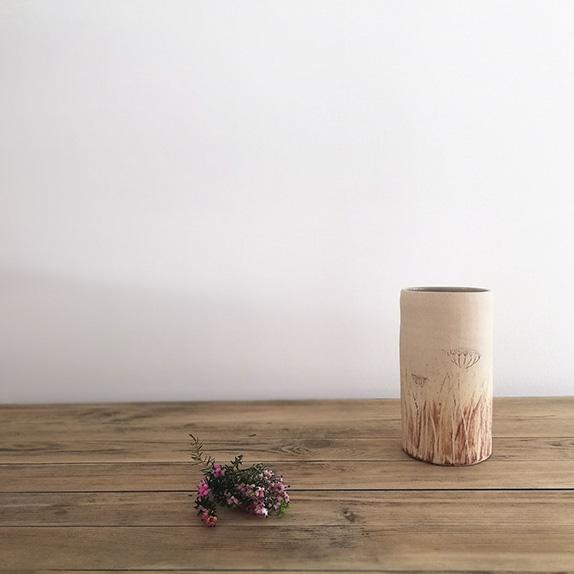 Vase en céramique pièce originale de la collection Bruyère chez Myriem Verhille Céramiste